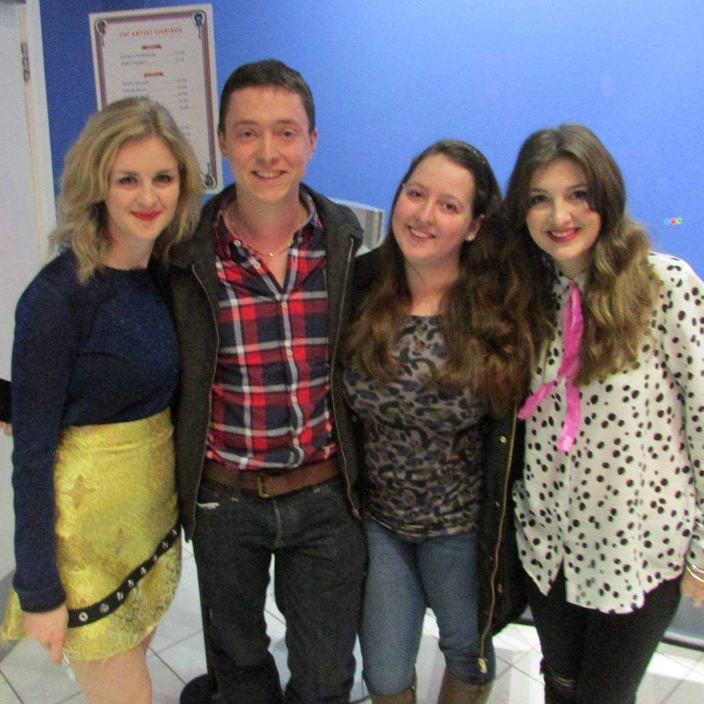 Country music duo Ward Thomas posing for a photo with presenters Dan and Nicola
